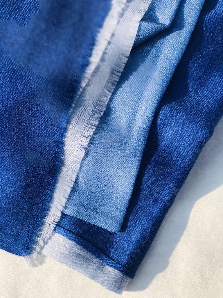 Kaschmir Tuch blau Farbverlauf